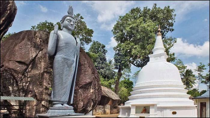 Пещерный буддистский храм в Ятагала. Шри-Ланка