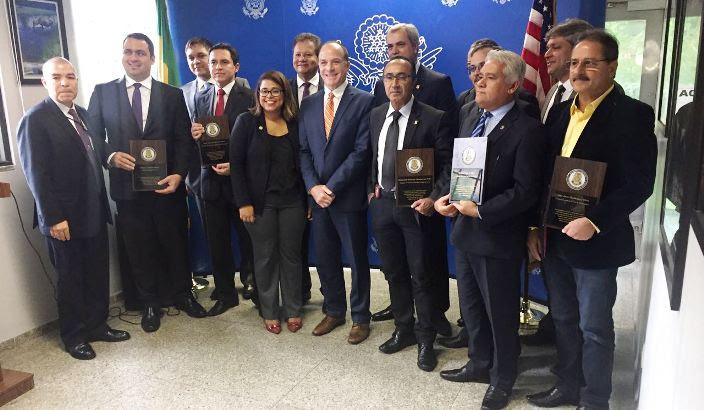 Resultado de imagem para O delegado da Polícia Civil do Rio Grande do Norte, Raimundo Rolim de Albuquerque Filho, que atualmente está cedido ao governo Federal, perante à Força Nacional, foi homenageado no consulado dos Estados Unidos da América, localizado na cidade do Recife.