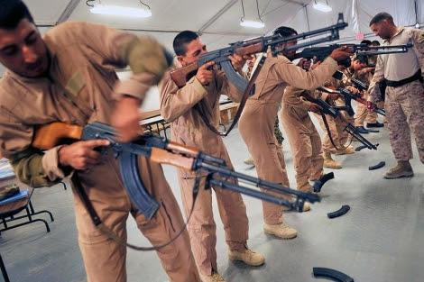 Reclutas afganos en un entrenamiento de la OTAN. | Afp