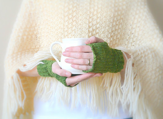 Prairie Mitts - A Free Crochet Pattern by Mama In A Stitch