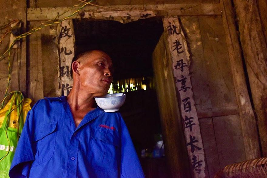 -doentes-Mãe-dentes-braços perderam-homem-alimentação-chen-Xinyin-13