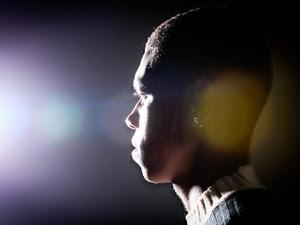 Congolês Al, de 18 anos, aguarda em São Paulo ter o pedido de reúgio aceito pelo Conare (Foto: Caio Kenji/G1)