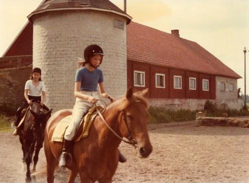 Mimi-ratsastaa