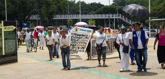 Marchantes por las víctimas buscan dejar huella