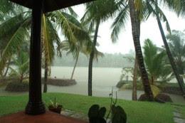 special monsson honeymoon tours, monsoon special honeymoon packages to kerala, visting kerala during monsoon, honeymoon in kerala during monsoon