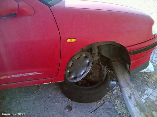 Carro abandonado num estacionamento pede ajuda (3)