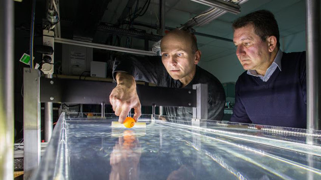 ANU researchers demonstrate their water tractor beam