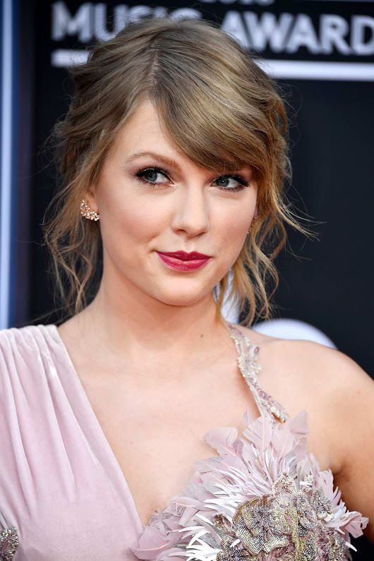 Taylor Swift attends the 2018 Billboard Music Awards at MGM Grand Garden in Las Vegas, Nevada