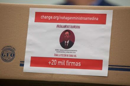 Las firmas contra la postulación de Medina Mora a la Corte. Foto: Octavio Gómez
