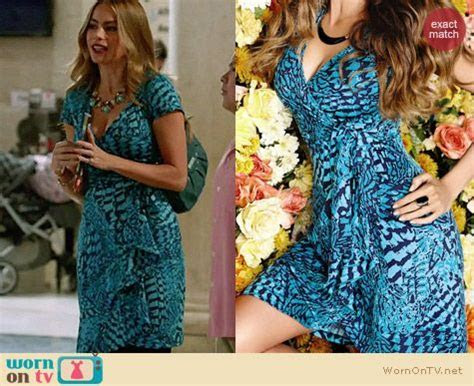 WornOnTV: Gloria?s blue printed wrap dress on Modern