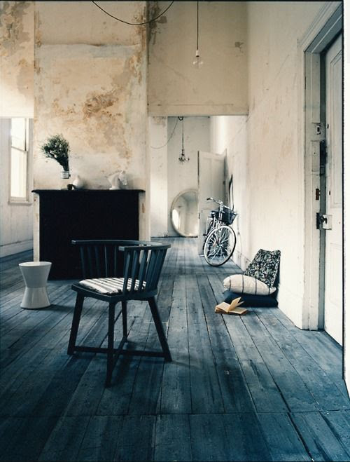 Rustic, clean, minimalist with an amazing blue(!) floor. I love this room!