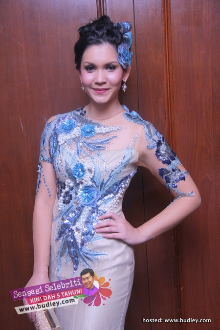 Gambar Julia Ziegler di Anugerah Skrin 2012