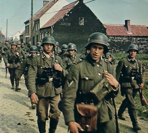Os exércitos de Hitler, a Wehrmacht, arrasando a Europa