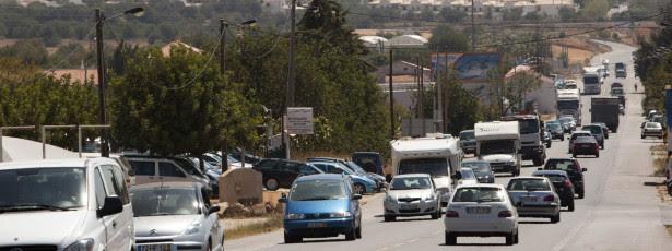 Mais de 100 carros em marcha lenta contra demolições