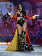 adriana lima victorias secret fashion show