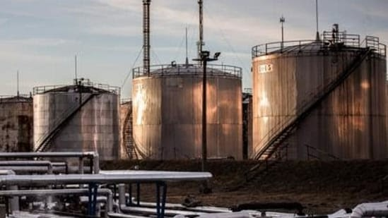 Crude oil futures drop on low demand