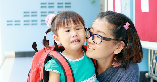 How Long Does The Clingy Phase Last When Kids Go Back To School? Here's What Experts Say