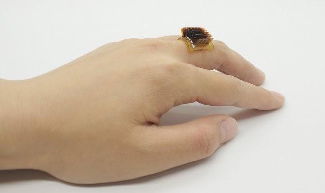 Маленькое устройство размером с кольцо превращает тело человека в биобатарею