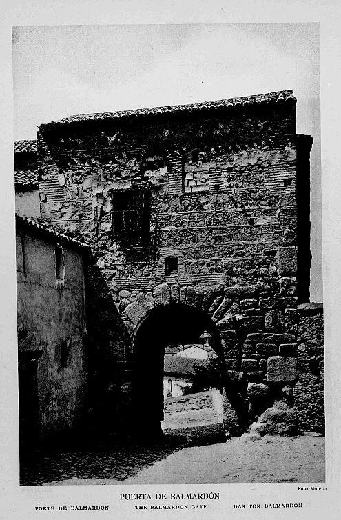 Puerta de Valmardón de Toledo a inicios del siglo XX. Foto Aldus