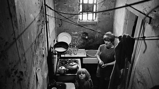 Slum photographs spark charity appeal - BBC News