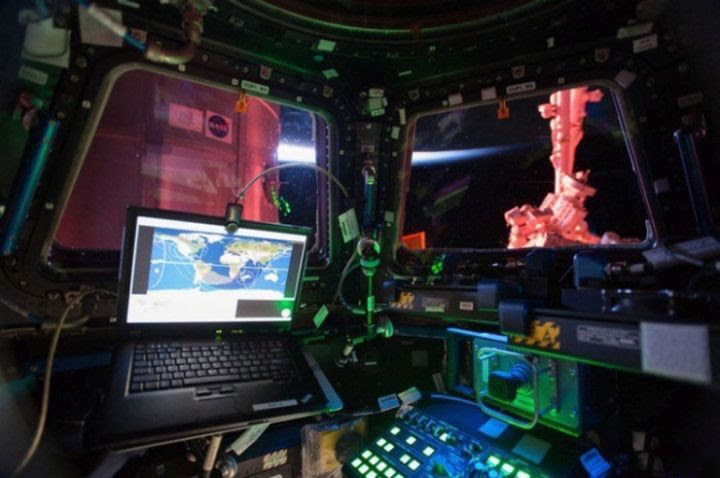 "12. It looks inside the module ""Dome"" to the ISS in the world, people, photos"