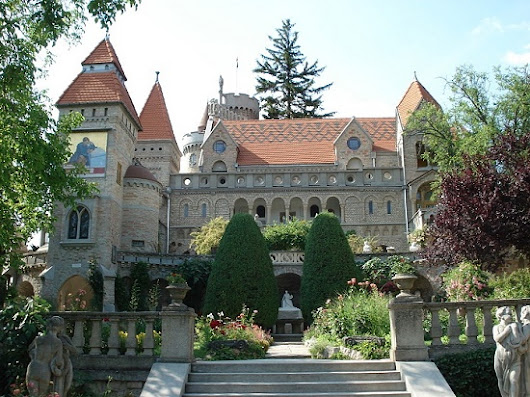 Hungarian monument to eternal love Jeno Bory castle - Monuments reveal