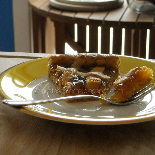 Crostata con purea di pesche al limone e cannella