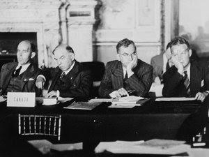 Lucrările Conferinţei de Pace de la Paris (Imagine: Wikipedia)