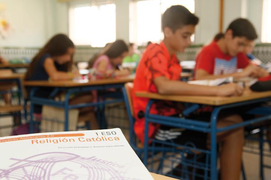 Alumnos del IES Portada Alta, en clase de Religión   · Autor: S. Fenosa