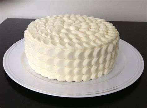 how to decorate a cake with cream cheese frosting
