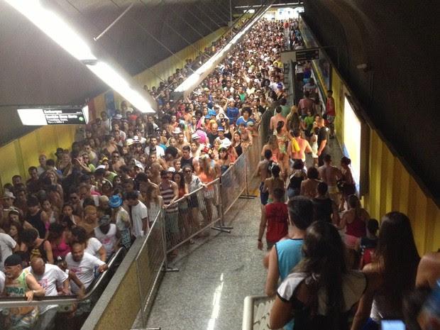 Multidão lota a estação do metrô na Praça General Osório, em Ipanema (Foto: Lukas Rodrigues/ Arquivo Pessoal)