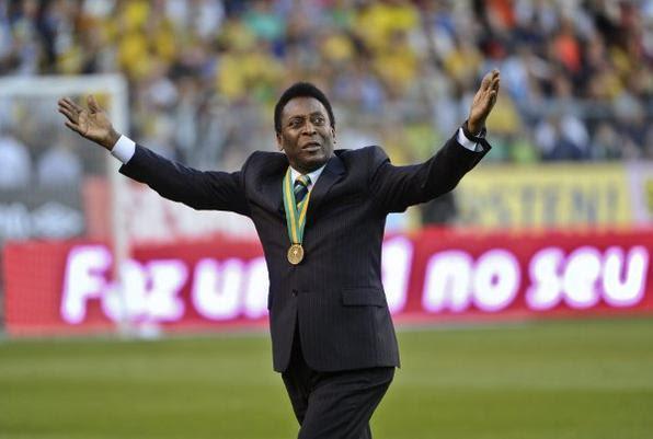 Edson Arantes do Nascimento mais conhecido como Pelé, completa 72 anos nesta terça-feira (23/10). O ex-jogador coleciona uma série de títulos como: três Copa do Mundo, 1281 gols e dois Mundiais de Clubes  - SCANPIX SWEDEN/Divulgação
