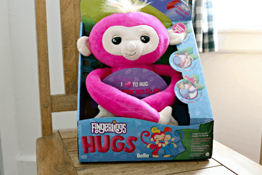 Fingerlings HUGS ™ Interactive Cuddle Monkeys - In Our Spare Time