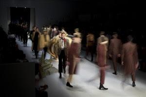 Modelos lucen creaciones de la firma João Pimenta, durante un desfile de la Semana de la Moda de Sao Paulo.