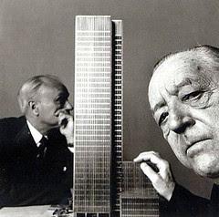Mies van der Rohe a Philip Johnson s modelem Seagram Building 1955