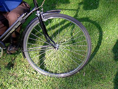 Radial spoking on Handjob's front wheel