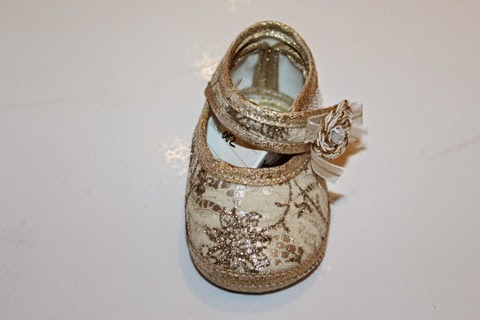 BABY SHOES FROM ITALY For thirty years the 'Gattari' family is engaged in the…