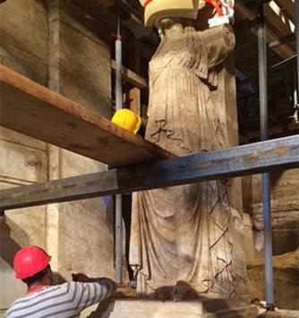 Αμφίπολη: Δέος μπροστά στις Καρυάτιδες - Αποκαλύφθηκαν ολόκληρες - Πάνω από 4 μέτρα το βάθρο με το άγαλμα