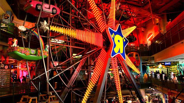 "Ferris wheel in Toys ""R"" Us"