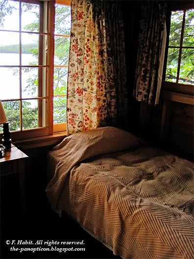 squam-bedroom