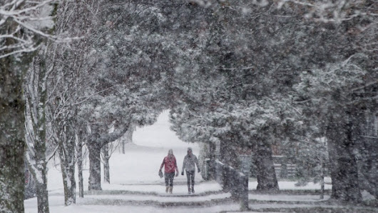 Canadians told to brace for 'classic' Canadian winter