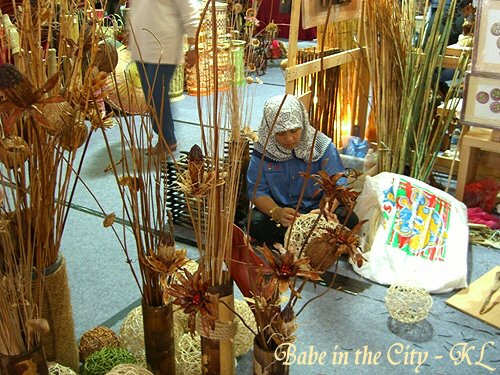 Ratan ball weaving