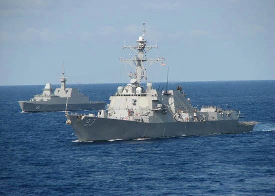 """资料图:美海军""""钟云""""号宙斯盾驱逐舰。"""