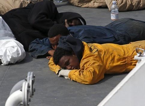Αδιάκοπη τραγωδία στη Μεσόγειο! Δυο πλοιάρια με εκατοντάδες μετανάστες βολοδέρνουν στα κύματα!