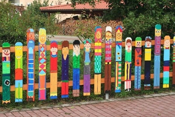 Interesting garden fence design ideas