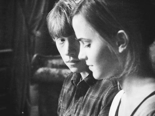 bruferreiiira:  Para pense um pouco, pensa mais em mim por que se eu fosse um garoto , eu não te trataria assim , nao te faria sofrer tanto , nao te magoava , nunca te daria motivos pra chorar por mim . (BF)