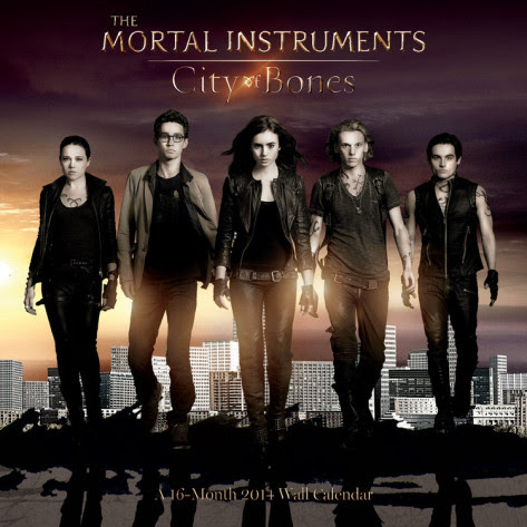 http://img1.wikia.nocookie.net/__cb20131114161613/chronikenderschattenjaeger/de/images/e/e9/The-mortal-instruments-city-of-bones-2014-calendar.jpg