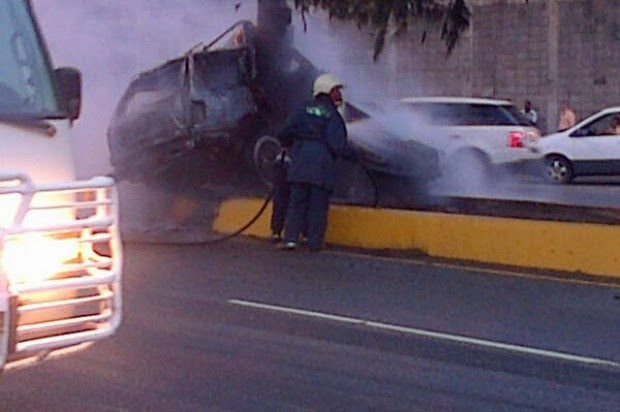 SANTIAGO: Mueren calcinados 4 iban yipeta se incendió tras choque