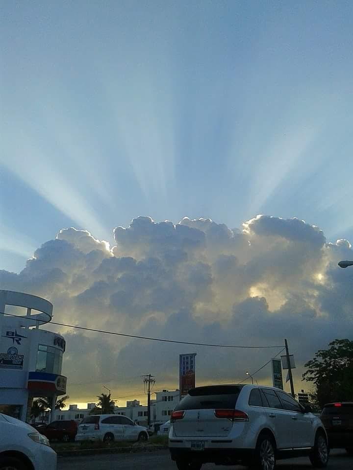 μυστηριώδη Κανκούν σύννεφο, ράφι σύννεφο Κανκούν, μυστηριώδες σύννεφο Κανκούν, παράξενα σύννεφα Cancun, Κανκούν σύννεφα μυστήριο 5 Μαΐου 2016, Κανκούν του Μεξικού μυστηριώδη σύννεφα 4 Μαΐου 2016 φωτογραφίες