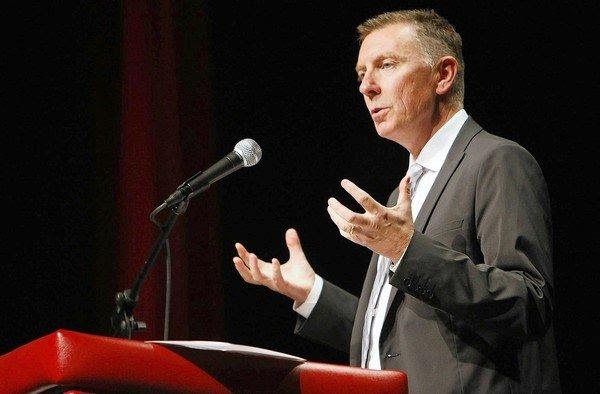 L.A. Unified Supt. John Deasy has changed his mind about a state proposal to accelerate the coming changeover in standardized testing.